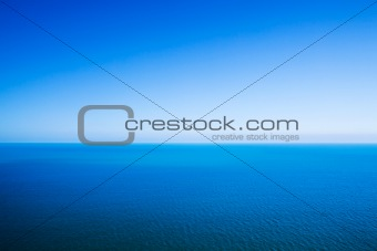 Horizon line dividing sea and sky