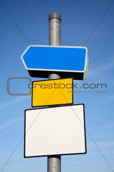 Signpost with 3 blank signs.