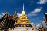 Golden stupa at wat phra kaeo