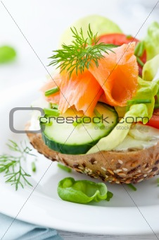 Sandwich with smoked salmon and vegetables