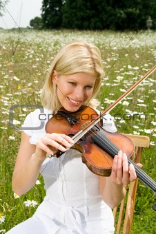 A young woman playing the violin