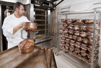 Pastry Chef, takes away the panettone baked of the oven