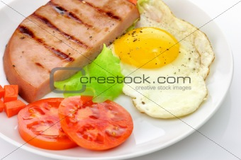 Sliced grilled ham with egg and vegetables