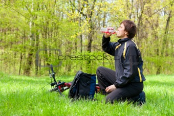 Ð¡yclist Quenches the Thirst of Drinking Water on a sunny day
