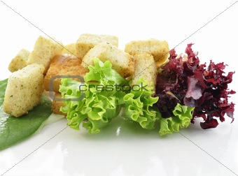 croutons with salad leaves