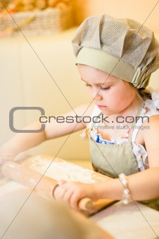 Little girl start cooking pizza