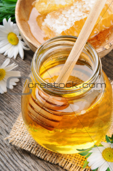 Glass honey pot and comb