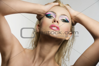 blonde girl&#39;s beauty portrait with both hands on her head