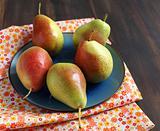 Fresh  pears in bowl