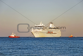 Cruise ship and two tugboats