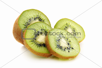 Kiwi fruit is cut into slices.