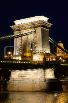 Night view of chain bridge. Budapest, Hungaria