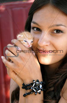 Teen girl with a kitty