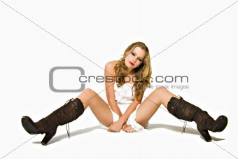 Blond sitting on the ground