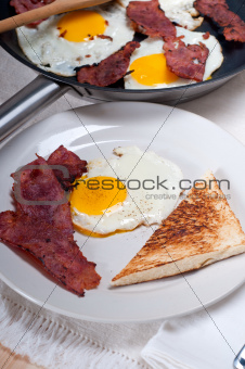 eggs bacon and toast bread