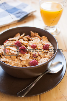 Breakfast cereals and orange juice