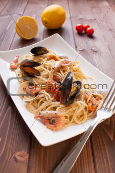 Spaghetti with clams, crayfish and shrimp
