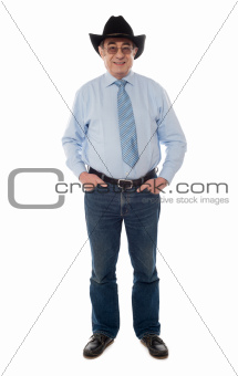 Photo portrait of senior male wearing a cowboy hat