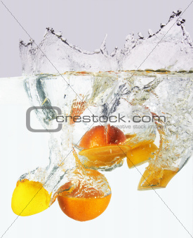 Citruses into water
