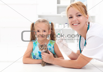 Little girl and his kitten at the veterinary