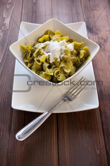 Sacchettini di pasta all'uovo con spinaci e ricotta