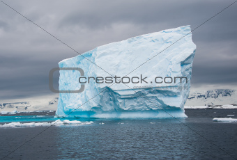 Huge iceberg drift in the Antarctic sea