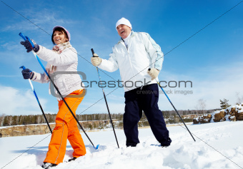 Skiing people