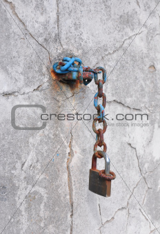 Chain at wall