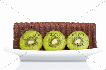 Cake with kiwi on a dish