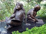 girl and boy statue