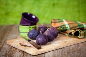 fresh figs, bowls, knife and towel