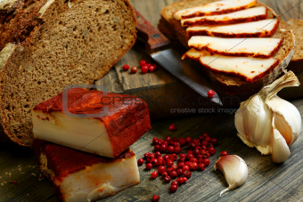 Salt pork with red pepper and rye bread.