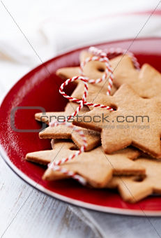 Gingerbread stars on a red plate
