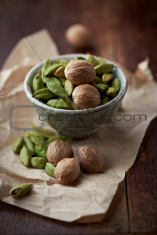 Cardamon pods and nutmeg in a dish