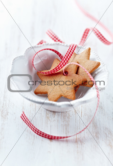 Gingerbread cookies with check ribbon