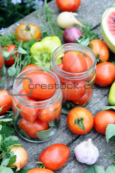 Canning tomatoes at home