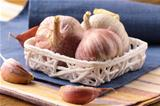 organic garlic in a basket on the table