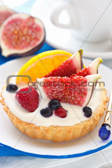 Cake with fruits.