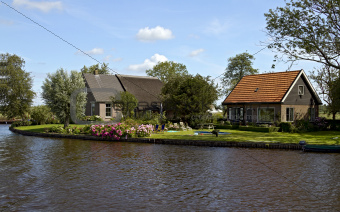 Charming cottages near canal