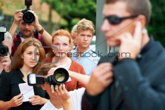 Fans and paparazzi looking at a security guard in anticipation of their favourite actress' arrival