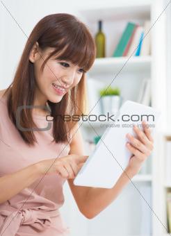 Using digital tablet computer