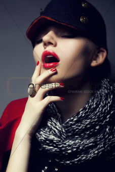 Trendy fashion young woman in modern cap - stylish make up