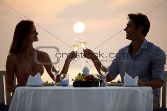 Young couple toasting champagne at the beach dinner - Lovely moments