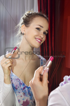 woman applying her make-up