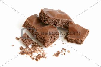 Porous chocolate pieces