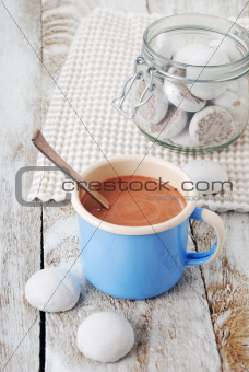 Hot chocolate with cookies