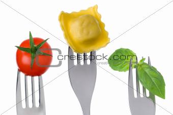 ravioli pasta basil and tomato