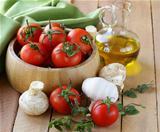 fresh vegetables ( tomato, mushrooms, garlic) and olive oil