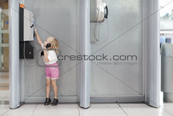 child calling