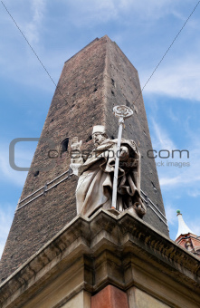 garisenda tower and the statue in Bologna